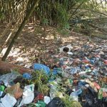 Tumpukan sampah di tepi Sungai Deli, Gang Mesjid Jalan Brigjen Katamso, Medan Maimun Kota Medan. Sumber: tribun-medan.com - Rechtin Hani Ritonga