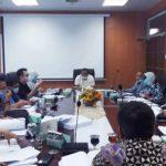 KOMISI II DPRD Medan saat pembahasan Rencana Anggaran Pendapatan Belanja Daerah (R APBD) Pemko Medan TA 2021 dengan Dinas Ketahanan Pangan (Ketapang) Kota Medan, di ruang Komisi II, Kamis (12/11). Waspada/Yuni Naibaho