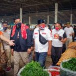Serap Aspirasi Pedagang, Calon Walikota Medan Bobby Nasution Blusukan ke Pasar Induk Lauchi. (Foto: SINDONews/dok) SUMBER: sindonews.com