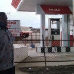 Muhammad Isa Alibasri memperlihatkan salah satu SPBN yang telah di tutup. (Alvi S/Digtara)