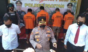 Kapolres pacitan saat pers release penangkapan pengedar narkoba